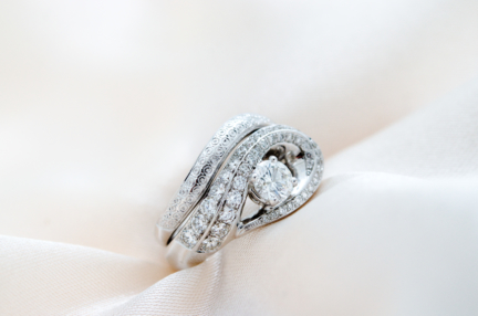bague or gris palladié 18 carats et diamants